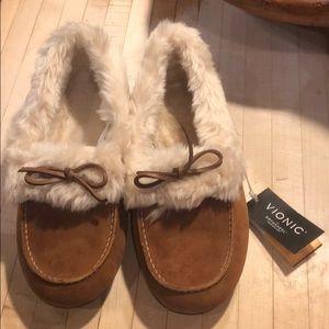 brand new vionic slippers